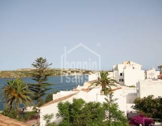 Apartamento con gran terraza en Es Castell con vistas al mar