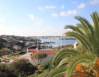Chalet contemporáneo con vistas al mar en Cala Llonga