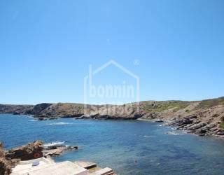 Villa recién reformada con vistas panorámicas al mar.