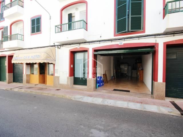 Restaurante céntrico en Es Castell, próximo a Cales Fonts
