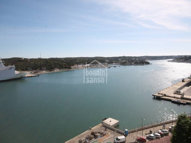 Dúplex con espectaculares vistas al puerto de Mahón