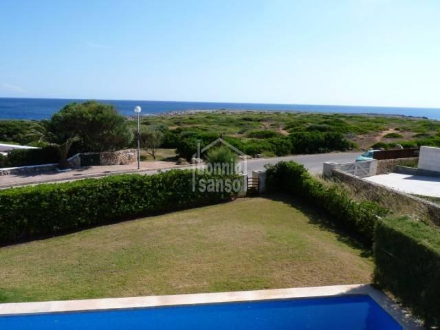 Modernan villa en primera linea de mar, Binisafua Menorca