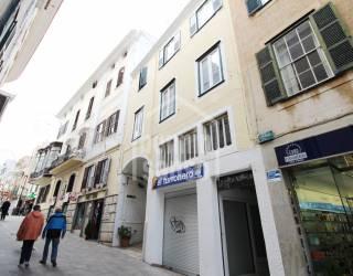 Segundo piso sin ascensor en pleno centro de Mahón