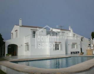 Chalet dúplex con piscina privada en Calan Blanes
