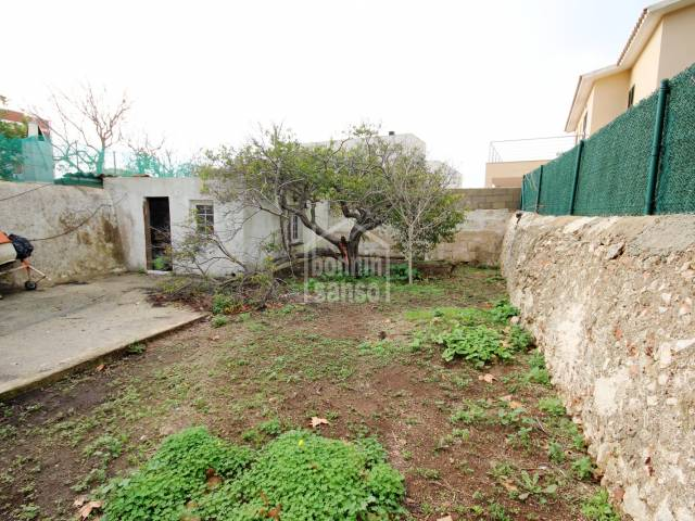 Casa con garaje a reformar en las afueras de Mahón