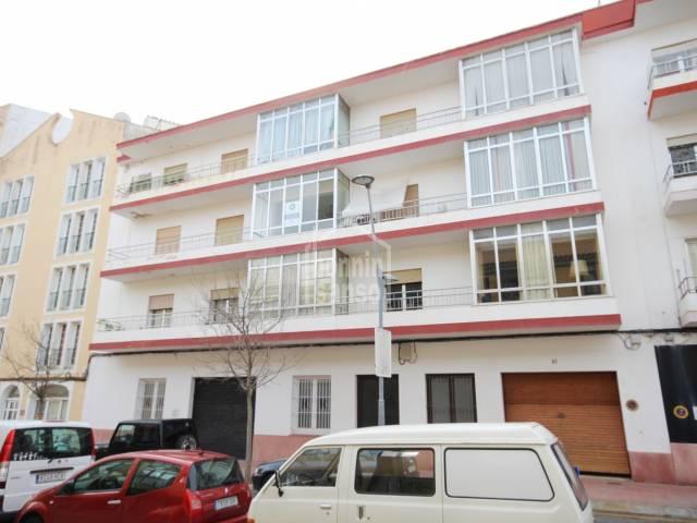 Interesante edificio en Mahón de 6 viviendas, local y garaje