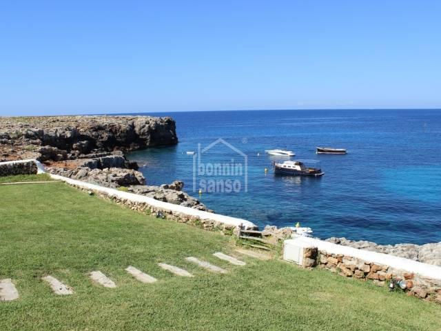Dos chalets magníficos con jardines y una piscina, Cap Font