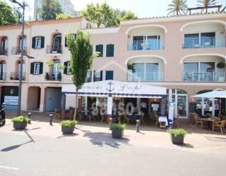 Restaurante en primera linea del puerto de Mahón