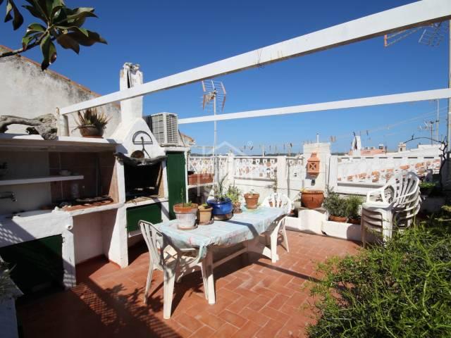 Casa en primer piso con un gran terraza situado en Mahón