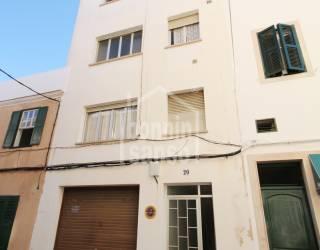 Edificio en zona centro de Mahón con garaje y 3 apartamentos