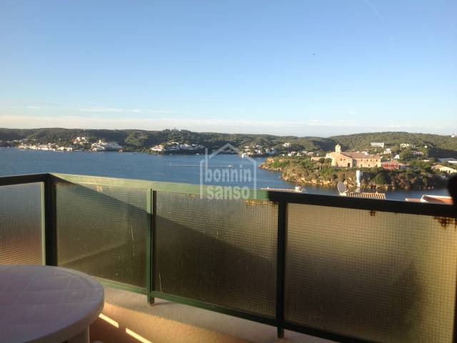 Apartamento con magnificas vistas al puerto.