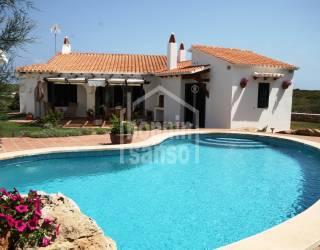 Chalet con piscina ubicado cerca de Arenal den Castell