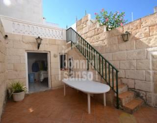 Casa adosada con patio en el centro de Ciutadella