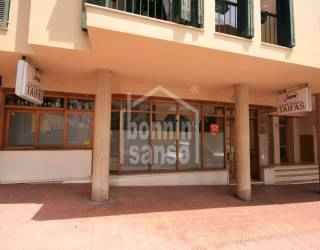 Local acondicionado como Bar en zona Av. Menorca de Mahón