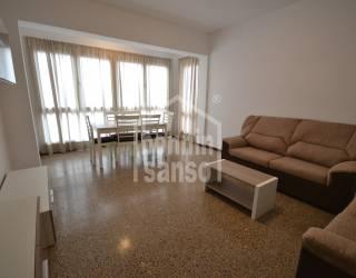 Amplio y luminoso piso en  alquiler