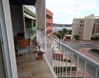 Espacioso piso con vistas al mar, en Mahón, Menorca