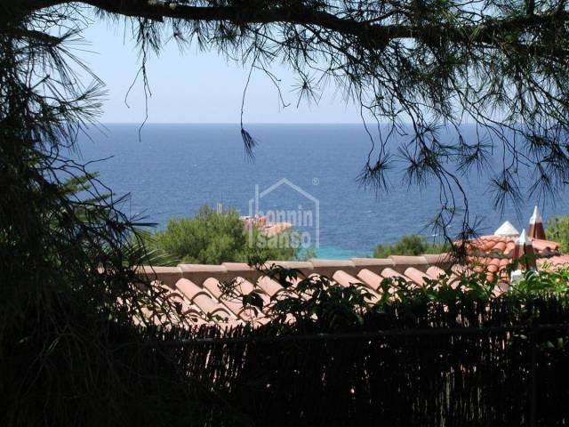 Atractivo chalet con vistas hacia la playa de Santo Tomás