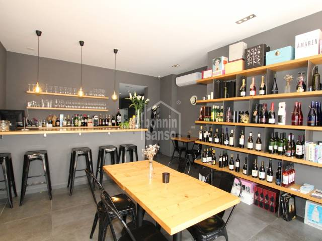 Wine bar for rent with lease in the high street of Sant Lluis, Menorca