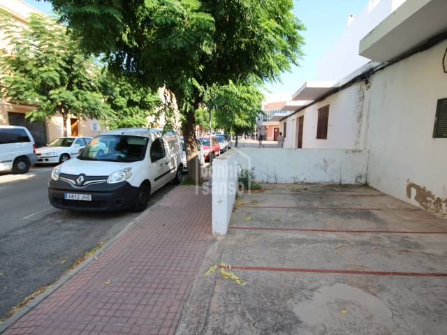 Paarkplatz/Bebaubar/Gebäude in Ciutadella Centro Urbano