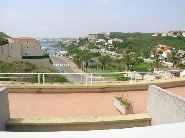Second floor apartment in Cala Llonga with great views