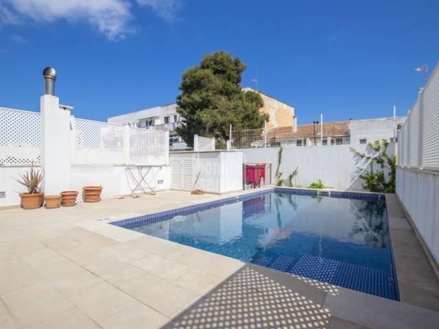 Magnifica propiedad de reciente construcción muy bien ubicada en Mahón.