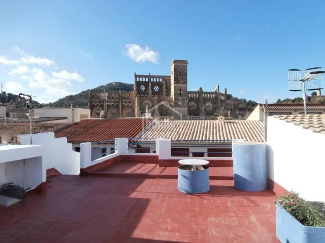2. Piso en céntrica calle de Son Servera a solo unos pasos de la plaza de la iglesia y con vistas mar.