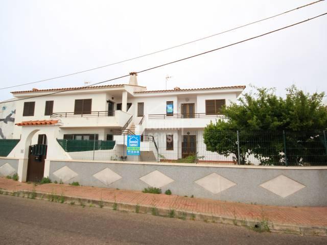 Propiedad formada por dos apartamentos de dos dormitorios y patio comunitario. Son Vilar, Es Castell