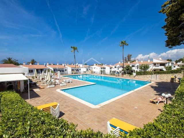 Encantador apartamento con vistas a la playa de Son Bou -Menorca-.