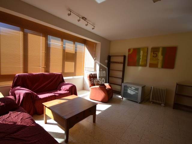 Spacious and bright third floor apartment in Ciutadella