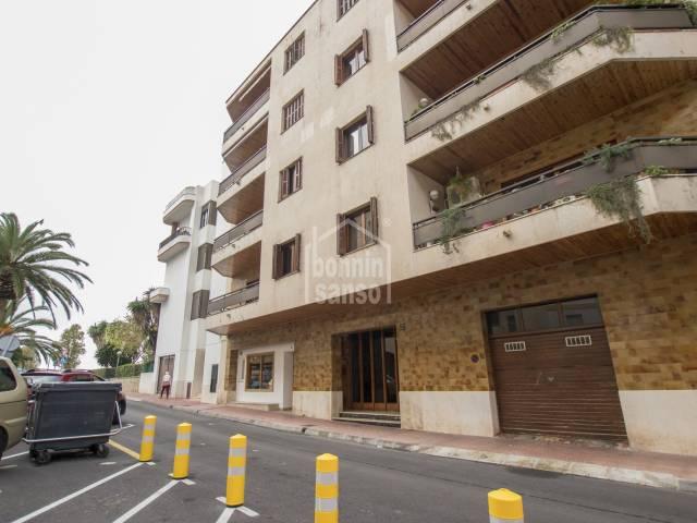 Geräumige Wohnung mit vier Schlafzimmern in einem Wohngebiet von Mahon, Menorca