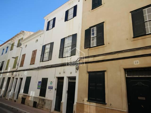 Casa de cuatro plantas en centro de Mahón