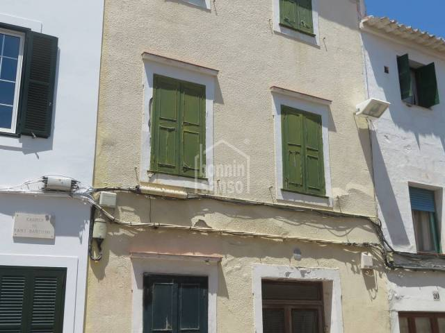 Town house in the centre of Mahon.