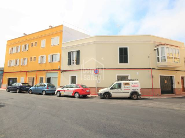Magnificent buisness premises with garage a few meters from the Contramurada, Ciutadella, Menorca