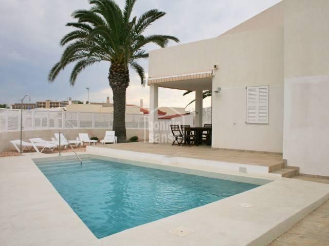 Chalet adosado con piscina privada en Los Delfines
