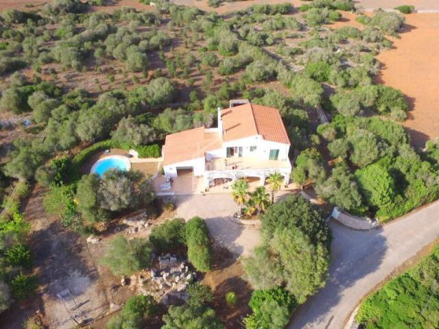 Modern farmhouse in Alayor, close to Mahon and all its amenities.