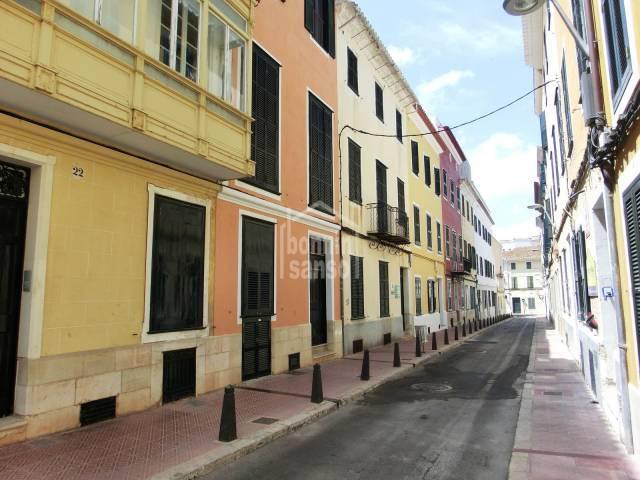 Edificio señorial de 4 viviendas y oficinas en zona centro de Mahón, Menorca