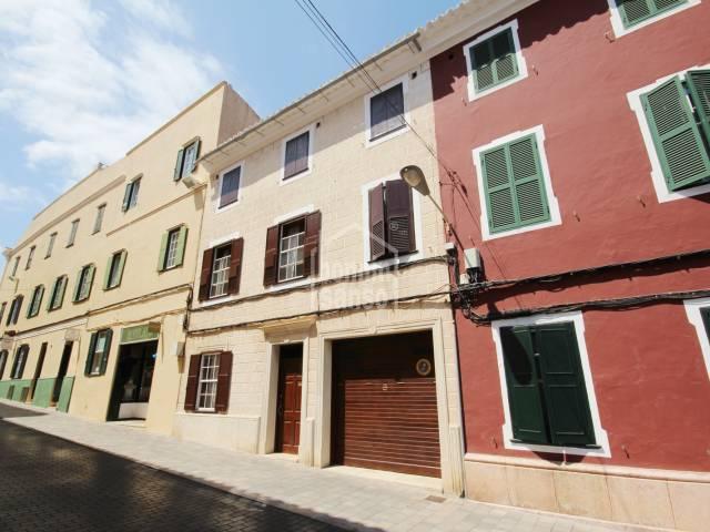 Amplia casa señorial en zona centro de Mahón