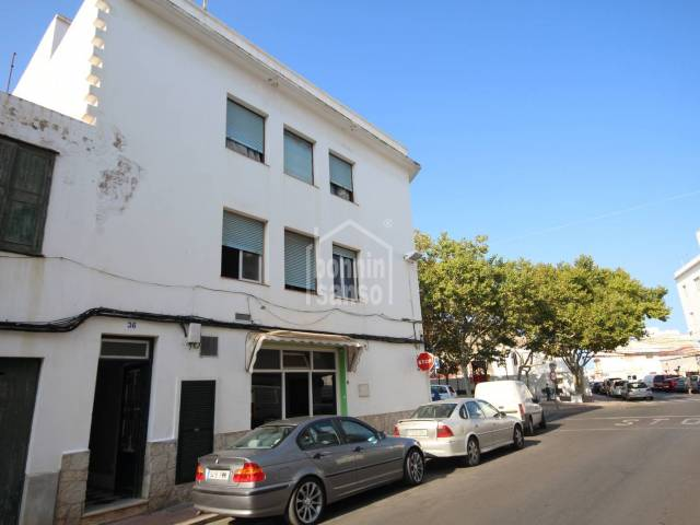 Spacious first floor flat/apartment in Mahon