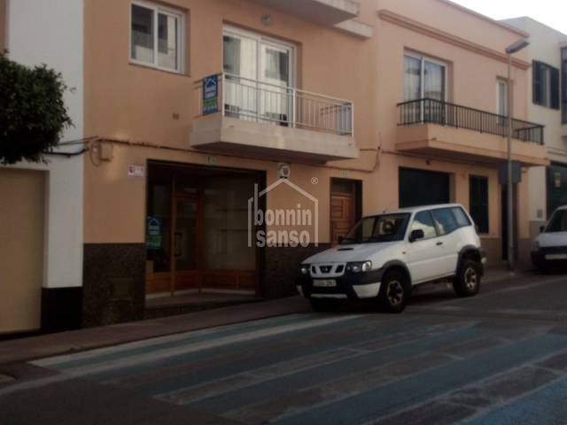 House and commercial premises in Alayor