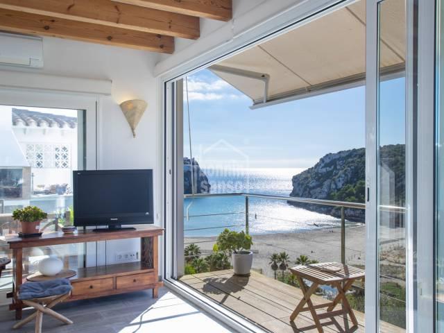 Impresionantes vistas sobre la playa y barranco de Calan Porter, Menorca