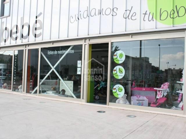 Local comercial en zona de gran afluencia en el polígono de Mahón