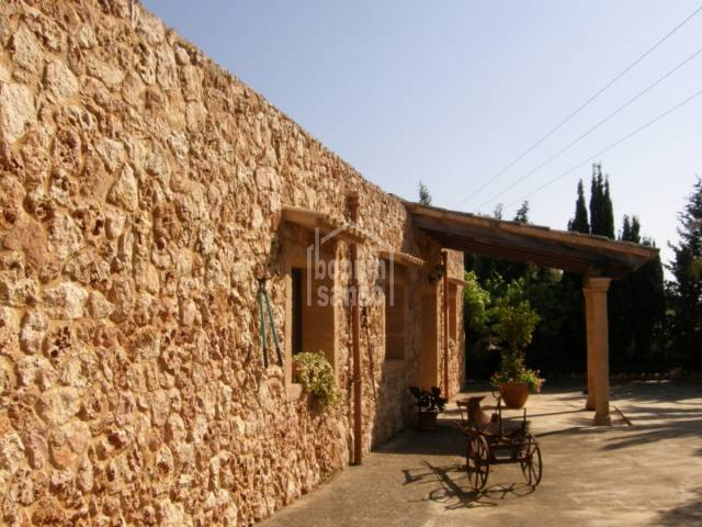 Country house in Son Carrio, 3 bedrooms and pool, 5 minutes to nearby beaches .