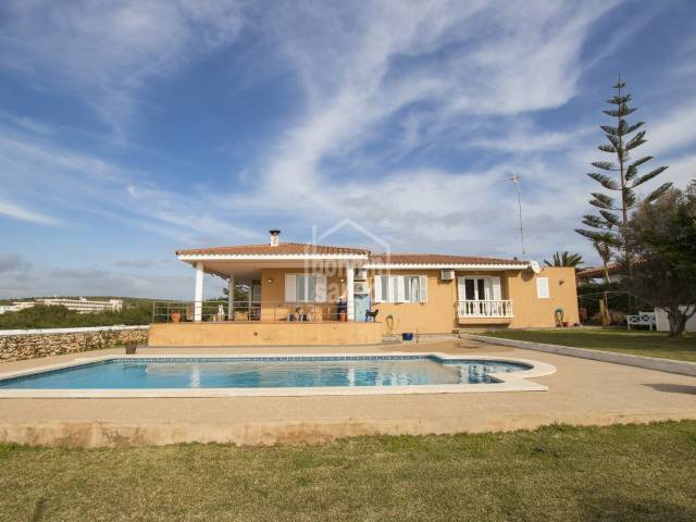 Villa with pool on the south coast of Menorca