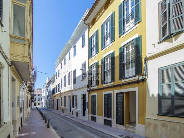 Moderno primer piso en el centro de Mahón, Menorca