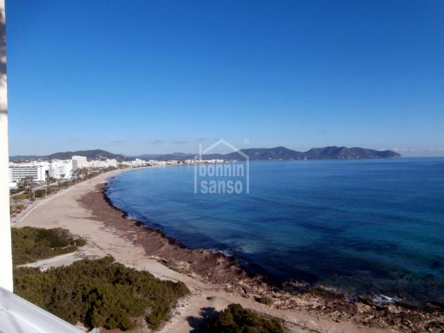 2 frontline apartments with panoramic sea views and of the Nature park Punta de N'Amer, 3 bedrooms, 2 bathrooms, approx. 130m² with pool and direct access to Cala Millor Beach