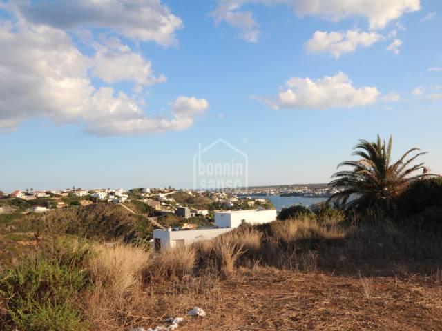 Parcela edificable con vistas panoramicas al Puerto de Mahon