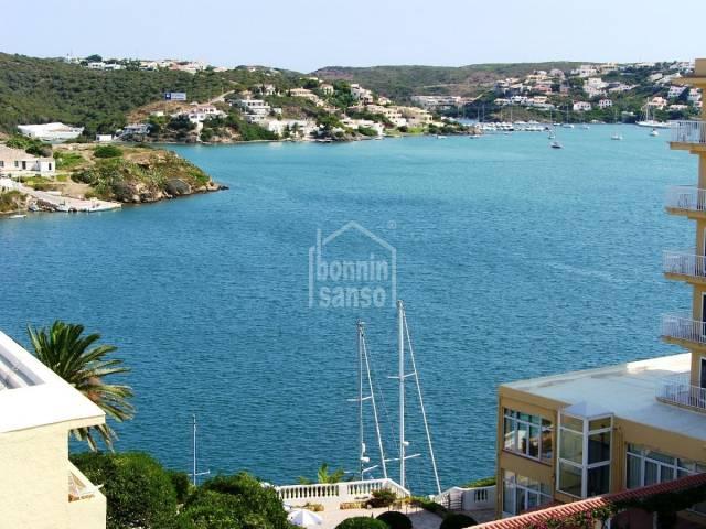 Apartamento con vistas al mar en Es Castell