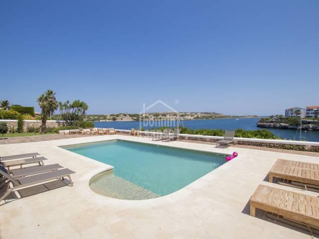 Chalet de lujo de primera linea con acceso directo al mar en Santa Ana en Menorca