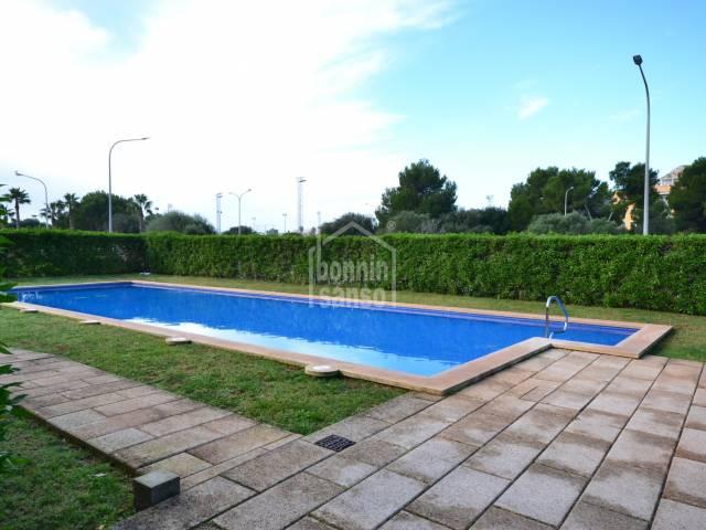 Planta baja con 2 dormitorios y piscina situado a pocos metros de la playa de Cala Millor. Mallorca