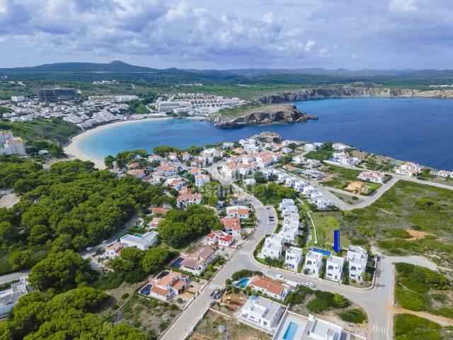 Magnifico chalet situado en un reducido complejo de viviendas con Licencia Turística en Menorca.